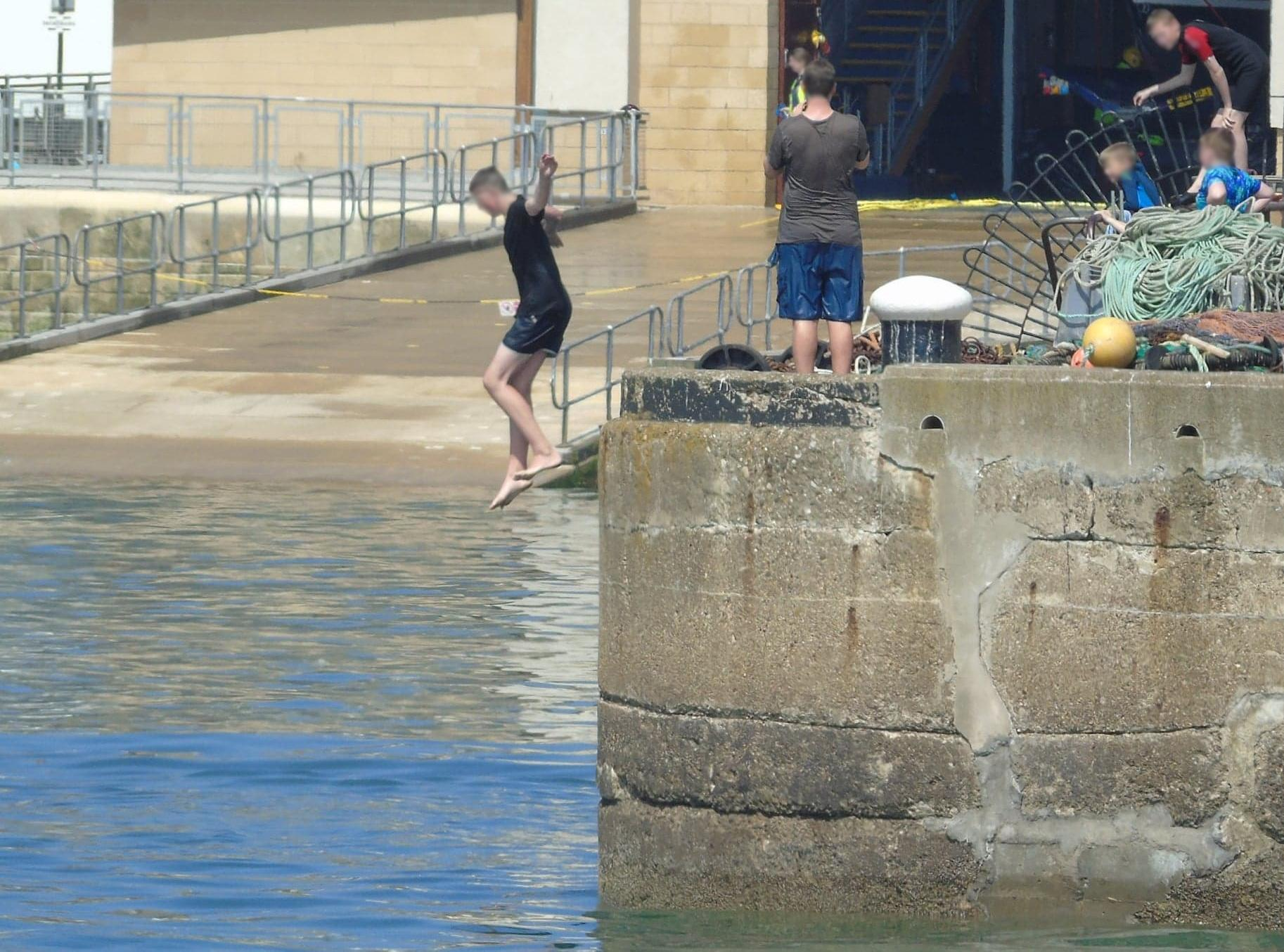 Picture showing the practice of 'tombstoning' in Scarborough